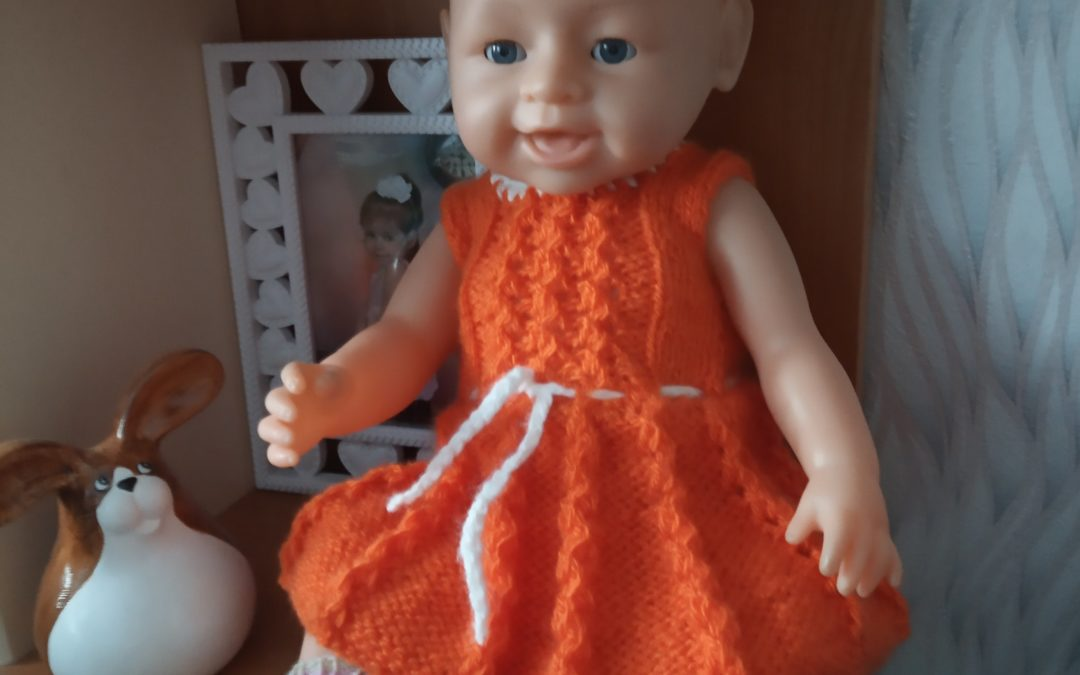 Как вязать платье спицами для куклы